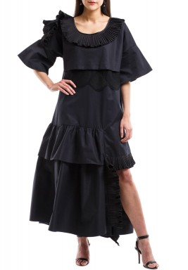 Black dress with ruffles & dantelle