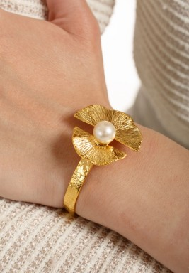 Fan leaves & pearl bracelet