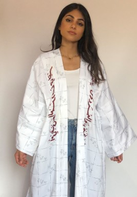 White embroiderd bisht