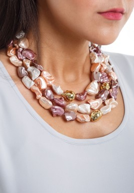 Peach bronze & white majorca pearls necklace
