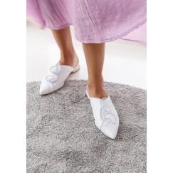 حذاء أمواج الأبيض المزخرف