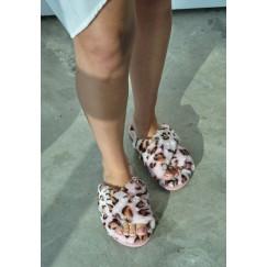 حذاء منزلي وردي ليوبارد فرو