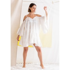 فستان أبيض مزخرف قصير