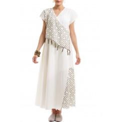 فستان أبيض ملتف