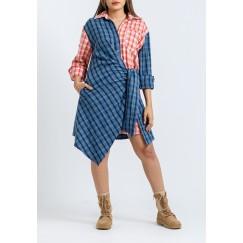 فستان أزرق وأحمر كاروهات نمط لف