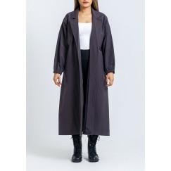 معطف رمادي بظهر مزرر وأكمام طويلة