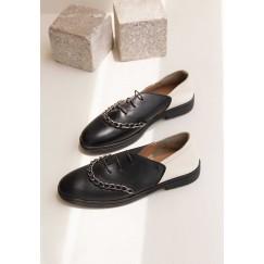 حذاء دورا أسود بمقدمة دائرية