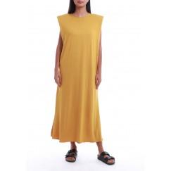 فستان خردلي بأكتاف مبطنة