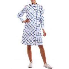 فستان مربعات أبيض وأزرق بكتف مقصوص