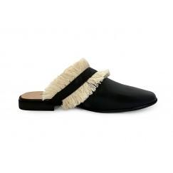 حذاء تارا الأسود بشراشيب بيج