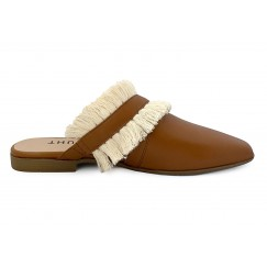حذاء تارا البني بشراشيب بيج