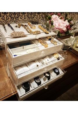 صندوق مجوهرات شفاف مبطن بالمخمل