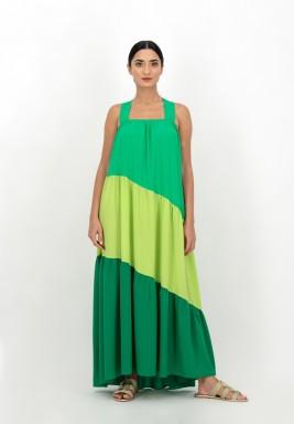 فستان أخضر بثلاثة درجات حرير
