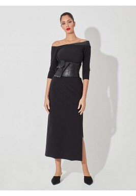 فستان أسود بأكتاف مكشوفة