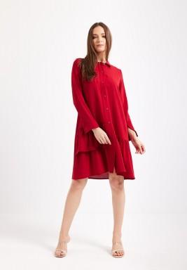 فستان أحمر بنمط قميص برفرفات