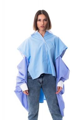 قميص أزرق فضفاض بأكمام مفتوحة