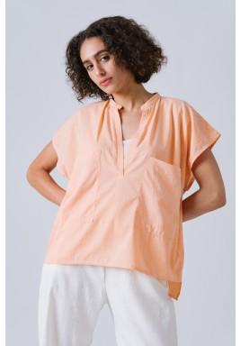 بلوزة برتقالية اللون بأكمام قصيرة