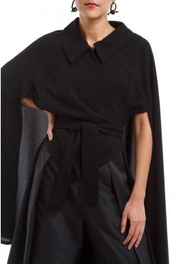 معطف أسود بربطة أمامية كبيرة