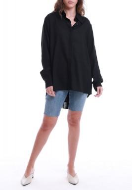 قميص أسود باكمام طويلة وكسرات خلفية