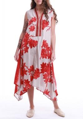 فستان أبيض وأحمر بدون أكمام
