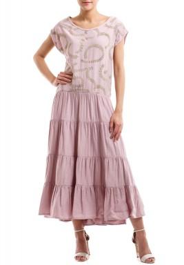 فستان إكليل الغصون الذهبي