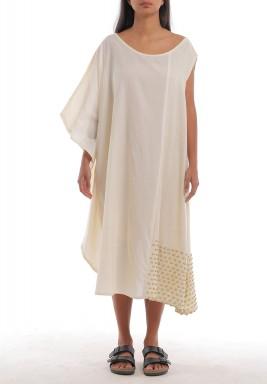 فستان أوف-وايت مطرز بالخرز الذهبي