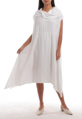 فستان أبيض بياقة وشاح وأكمام قصيرة