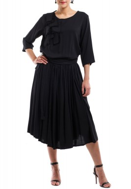 فستان أسود بكسرات وخصر منخفض