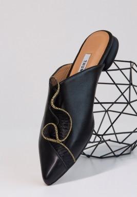 حذاء أمواج الأسود المزخرف