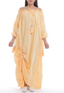 فستان برتقالي بأكتاف مكشوفة وشراشيب