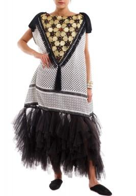 فستان ريتاج الأسود والأبيض بتطريز شماغ