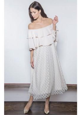 فستان تول مطرز بكتف منسدل