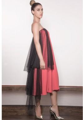 فستان وردي مكشوف لأكتاف