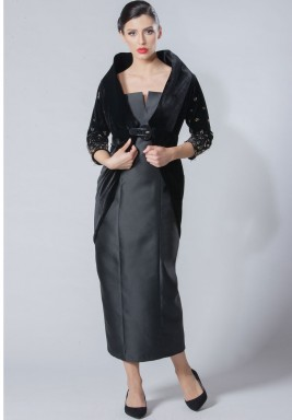 فستان أسود حرير مع جاكيت مخمل
