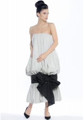 فستان كوكتيل رمادي بتصميم القماش المجمع