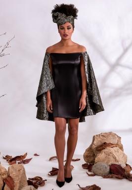 فستان أسود مكشوف الأكتاف من الساتان الحريري