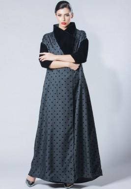 فستان رمادي وأسود منقط حرير