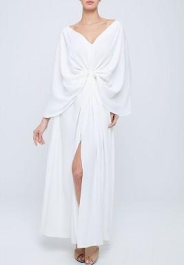 فستان أبيض كريب بقصة انسيابية