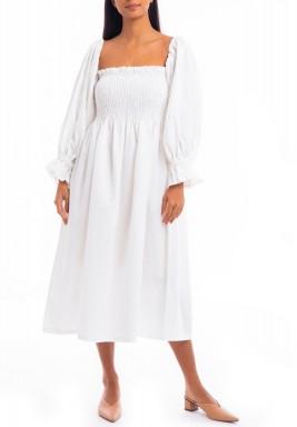 فستان أبيض مزموم بأكمام طويلة