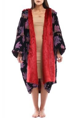 غين غادة X بيبي: معطف أحمر وأسود ذو وجهين