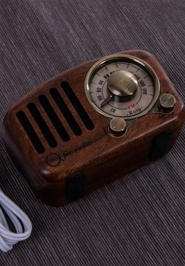 راديو خشبي طراز قديم