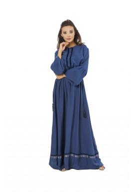 فستان بيكا الأزرق بتفاصيل مخملية