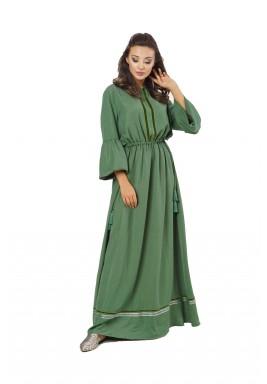 فستان بيكا الأخضر بتفاصيل مخملية