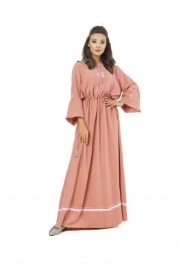 فستان بيكا الوردي بتفاصيل مخملية