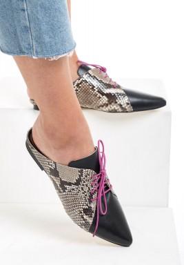 حذاء كارول الأسود وجلد الأفعى بربطة وردية