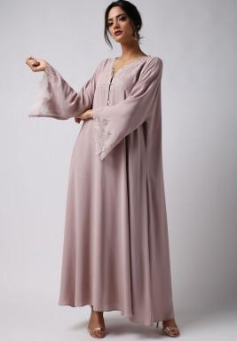 فستان مهدب بأكمام عريضة
