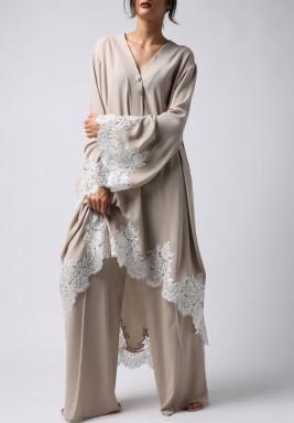 فستان بيج مع بنطال خصر عالي