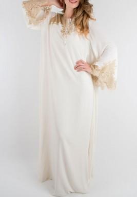 فستان دانتيل ذهبي