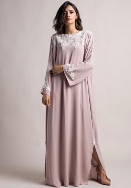 فستان مطرز بأكمام طويلة