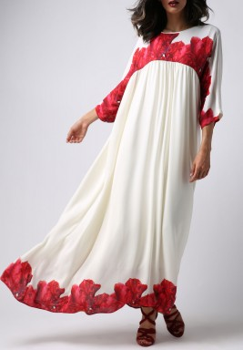 فستان أبيض بطبعات ورود حمراء ماكسي